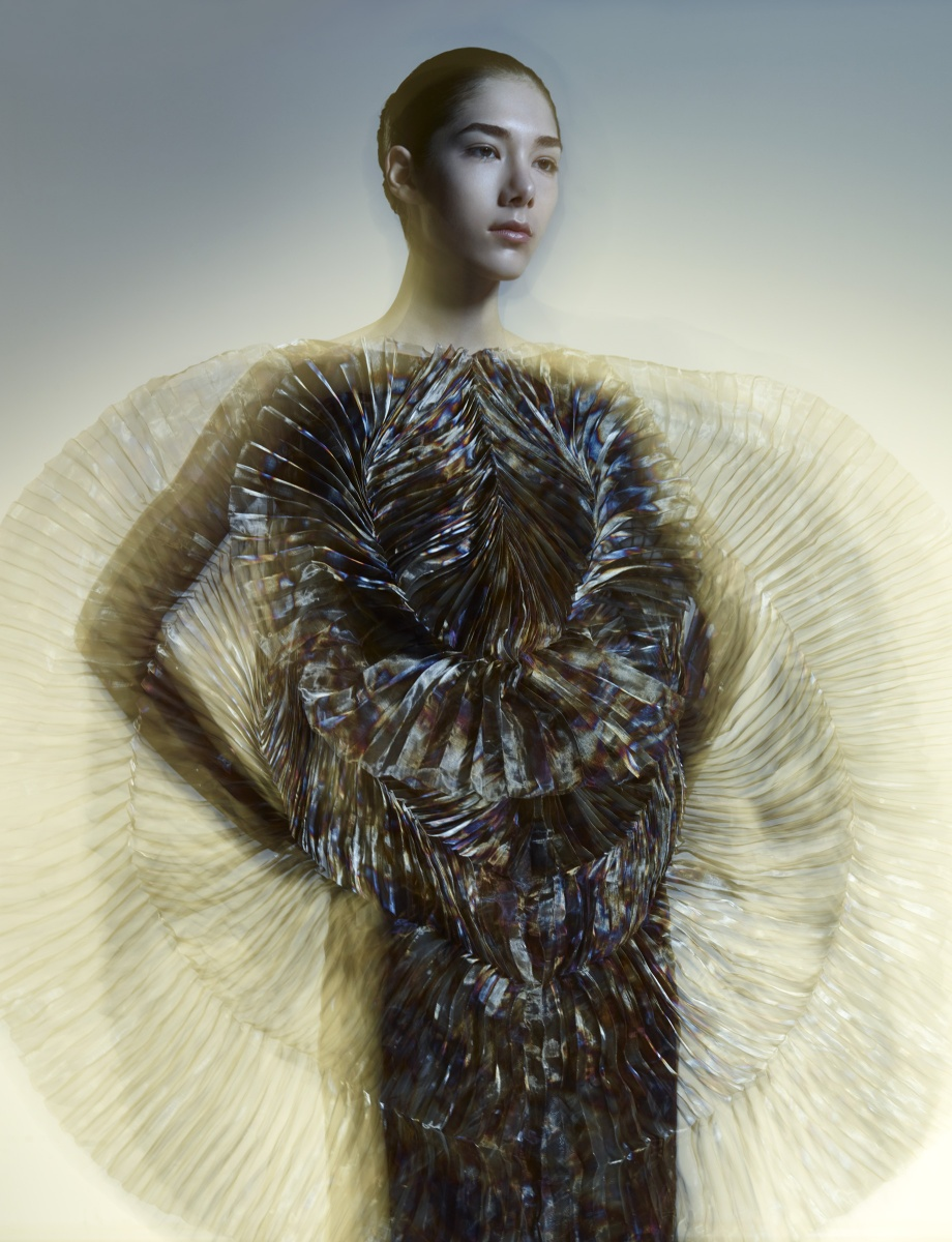 iris-van-herpen-hacking-infinity-fall-2015-ready-to-wear-collection-2