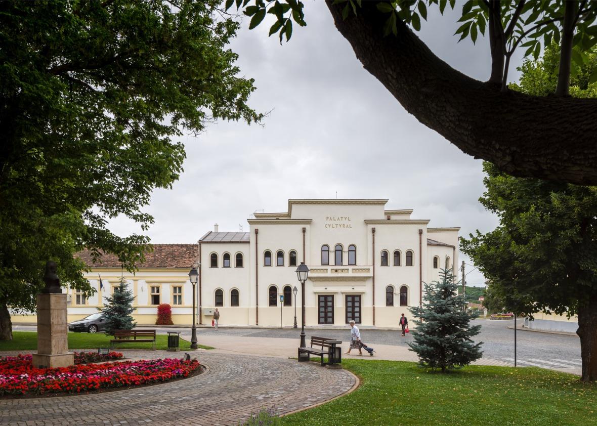 cultural-palace-romania-blaj-architect-romanic-vlad-rusu-7